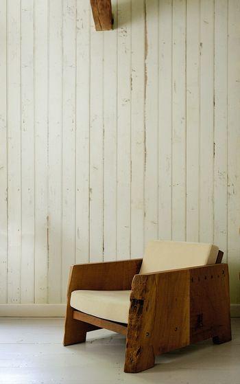 こちらもwalpaの壁紙を貼ったお部屋です 床も壁も白で統一されてい