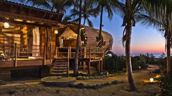 Treehouse Suite at Playa Viva Sustainable Boutique Hotel in Guerrero, Mexico by Deture Culsign - Image Courtesy © Leonardo Palafox