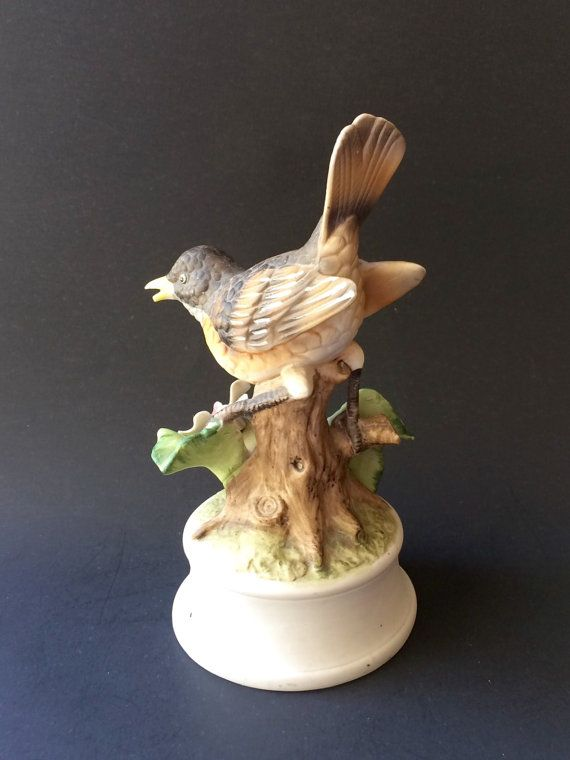 Very detailed bird figurine by Royal Crown. Bottom beak has a very small chip at the end as seen in the first picture.  Size: 7.25 tall with a diameter of 4