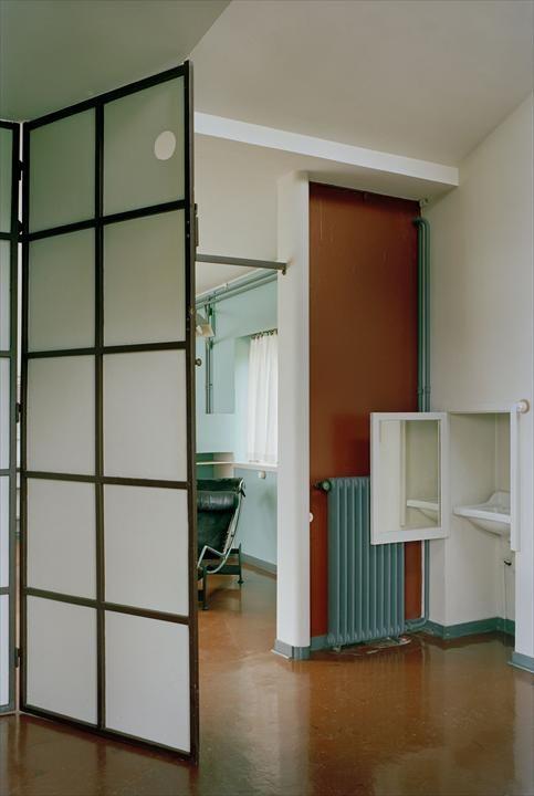 fondation le corbusier the villa le lac visits of villa le lac interiors bauhaus. Black Bedroom Furniture Sets. Home Design Ideas