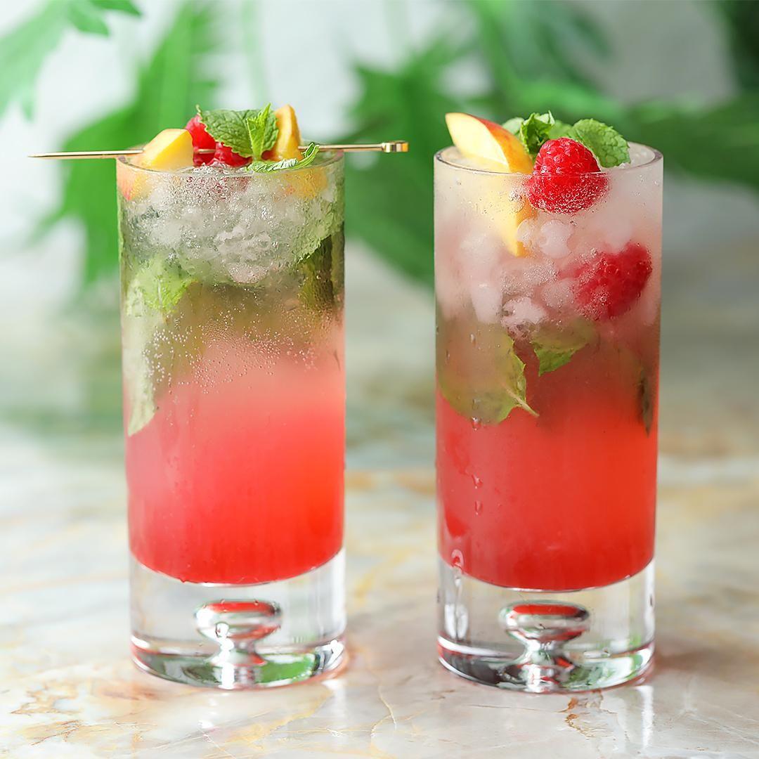 Raspberry Peach Mojito Video Video In 2020 Mixed Drinks Recipes Alcohol Drink Recipes Drinks Alcohol Recipes