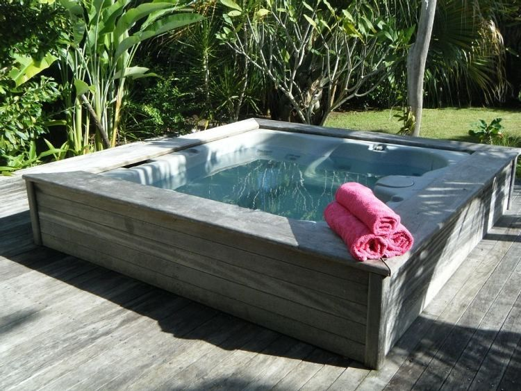 outdoor whirlpool mit den gleichen terrassenplatten verkleiden jacuzzi mini pools pinterest. Black Bedroom Furniture Sets. Home Design Ideas