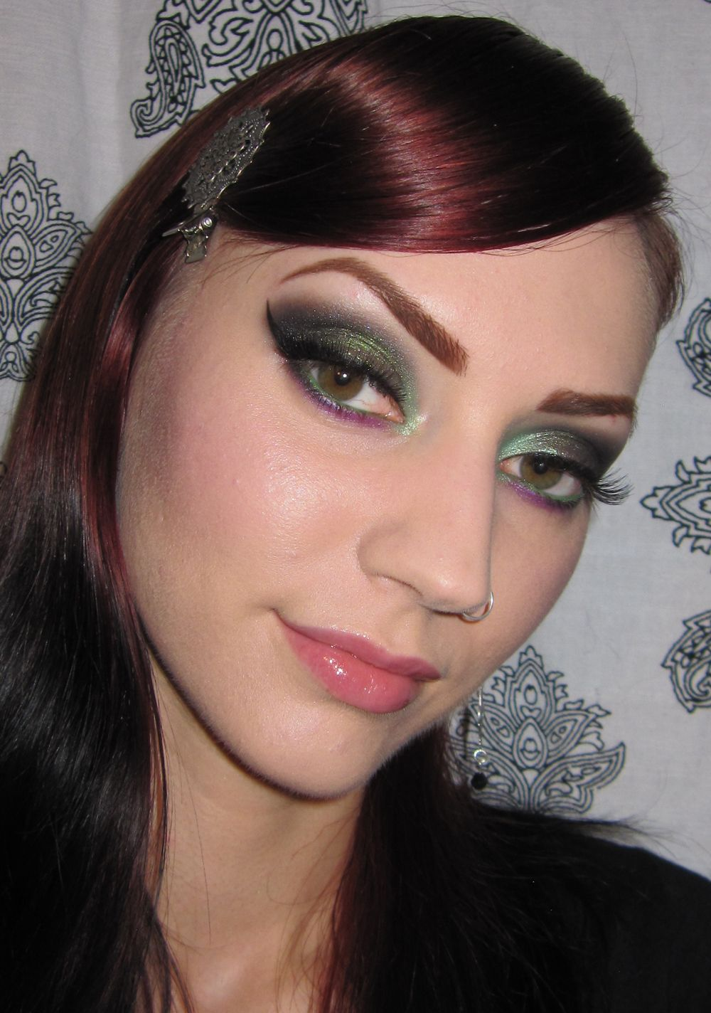 Glitter is my crack...: Green and Purple Makeup look with Fyrinnae