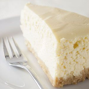 Käsekuchen ist doch was feines. Und ich kenne auch kaum jemanden, der keinen Käsekuchen mag. Für mich muss ein guter Käsekuchen eine richtig schön cremige Konsistenz und einen leckeren, nicht so tr…