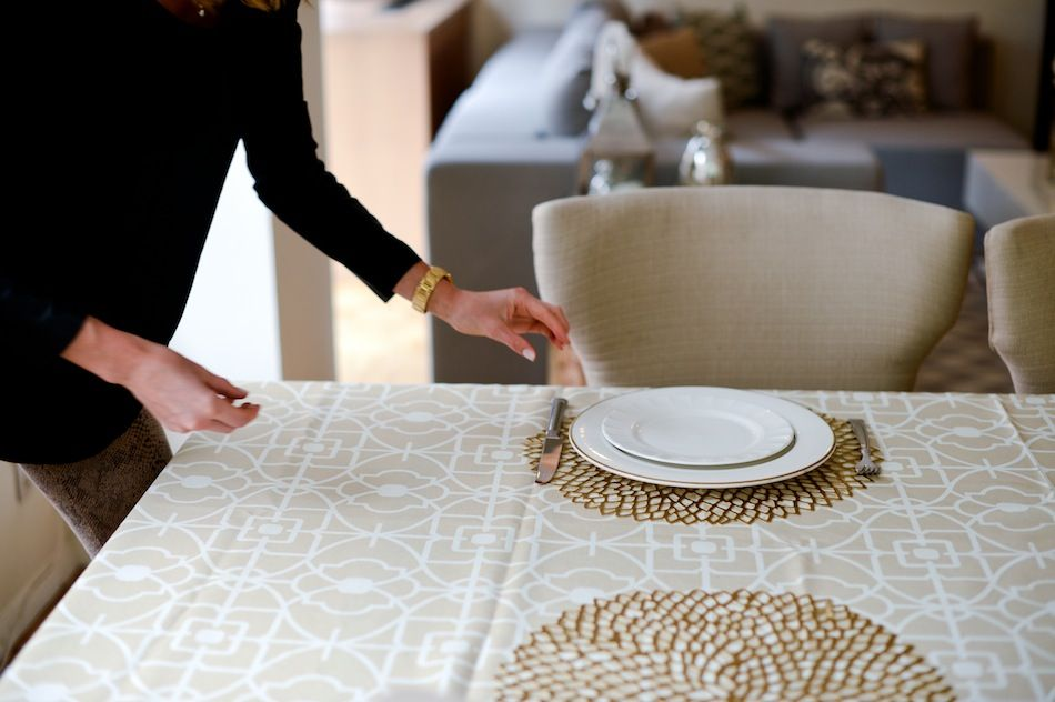 Chilewich Pressed Dahlia Placemat // FashionableHostess.com Thanksgiving Set  The Table // FashionableHostess.com .