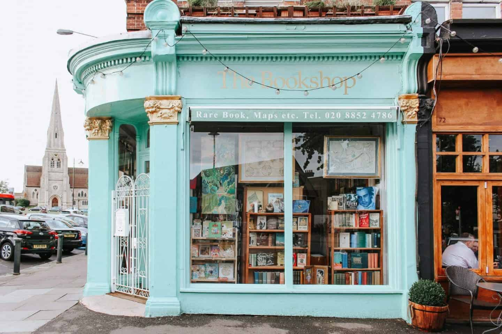 These are 15 of the most beautiful bookshops in London. London is home to some of the most beautiful bookshops in the world. These are all independent bookshops in London and they stock a variety of old and new, fiction and non-fiction etc. Perfect for bookworms in London! #whatshotblog #bookstagram #bookshops #travelLondon #bookblogger #uktravel