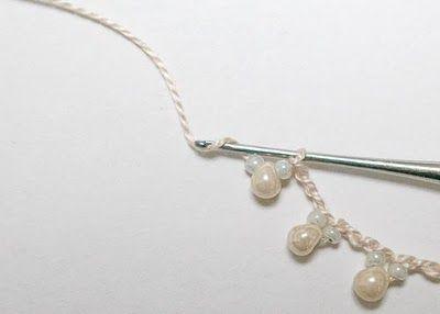 Crochet Pearl Necklace - could I do this with 22 ga wire?/ Combinacion de piedras con tejido al crochet.