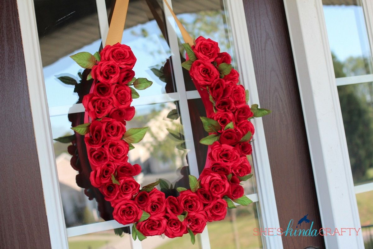 Run For The Roses Derby Wreath Shes Kinda Crafty Kentucky Derby Party Decorations Run For The Roses Derby Party Decorations