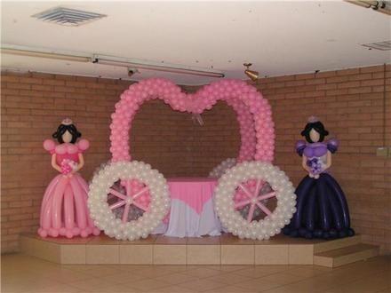 Curso de decoracion de salones con globos en monterrey 31 for Arreglos con globos para boda en jardin