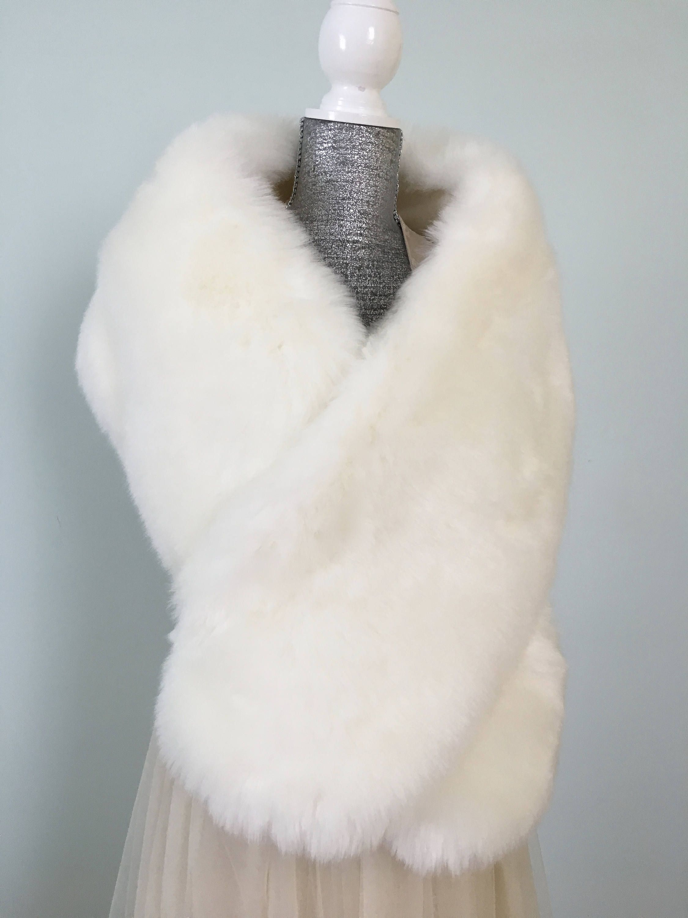 white fur stole paired - HD 2250×3000