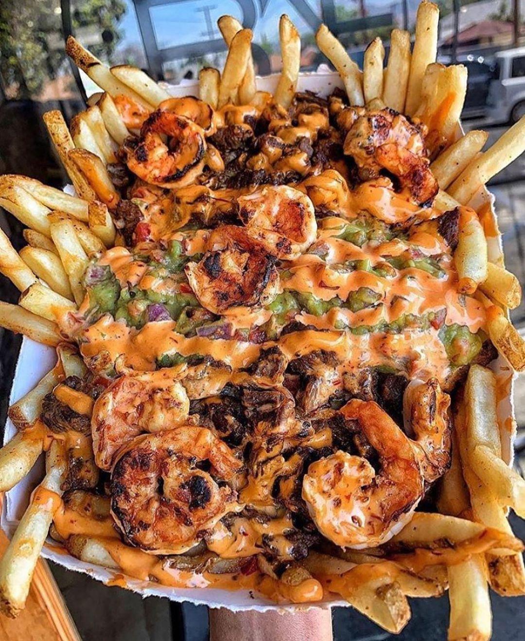 Qui veut des pommes de terre aux crevettes . . . . . ... -