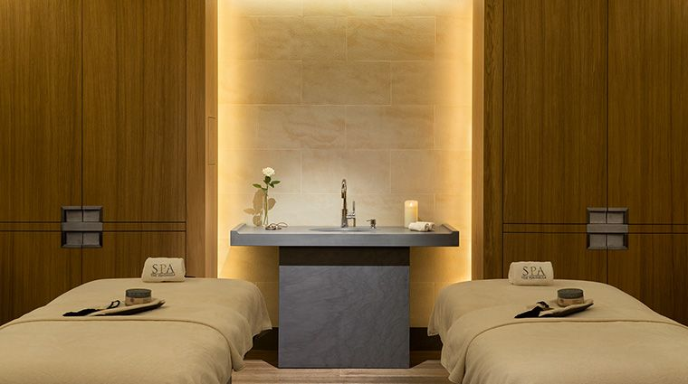 The Peninsula Spa Paris Paris Spas Paris France Forbes Travel Guide In 2020 Spa Treatment Room Spa Interior Spa Rooms