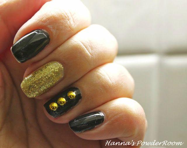 Black and gold nails Hanna's PowderRoom Blog