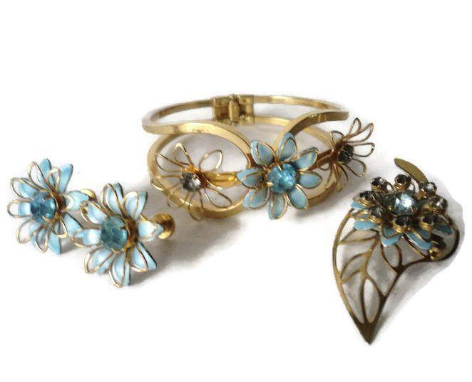 Vintage Bugbee /& Niles Bracelet and Earring Set Floral Goldtone