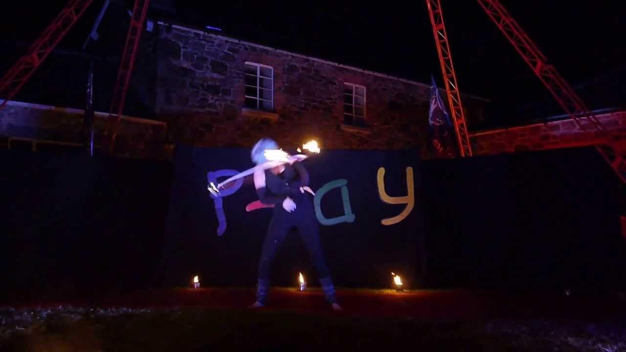 Play 2013 - Emma Hooping Mad