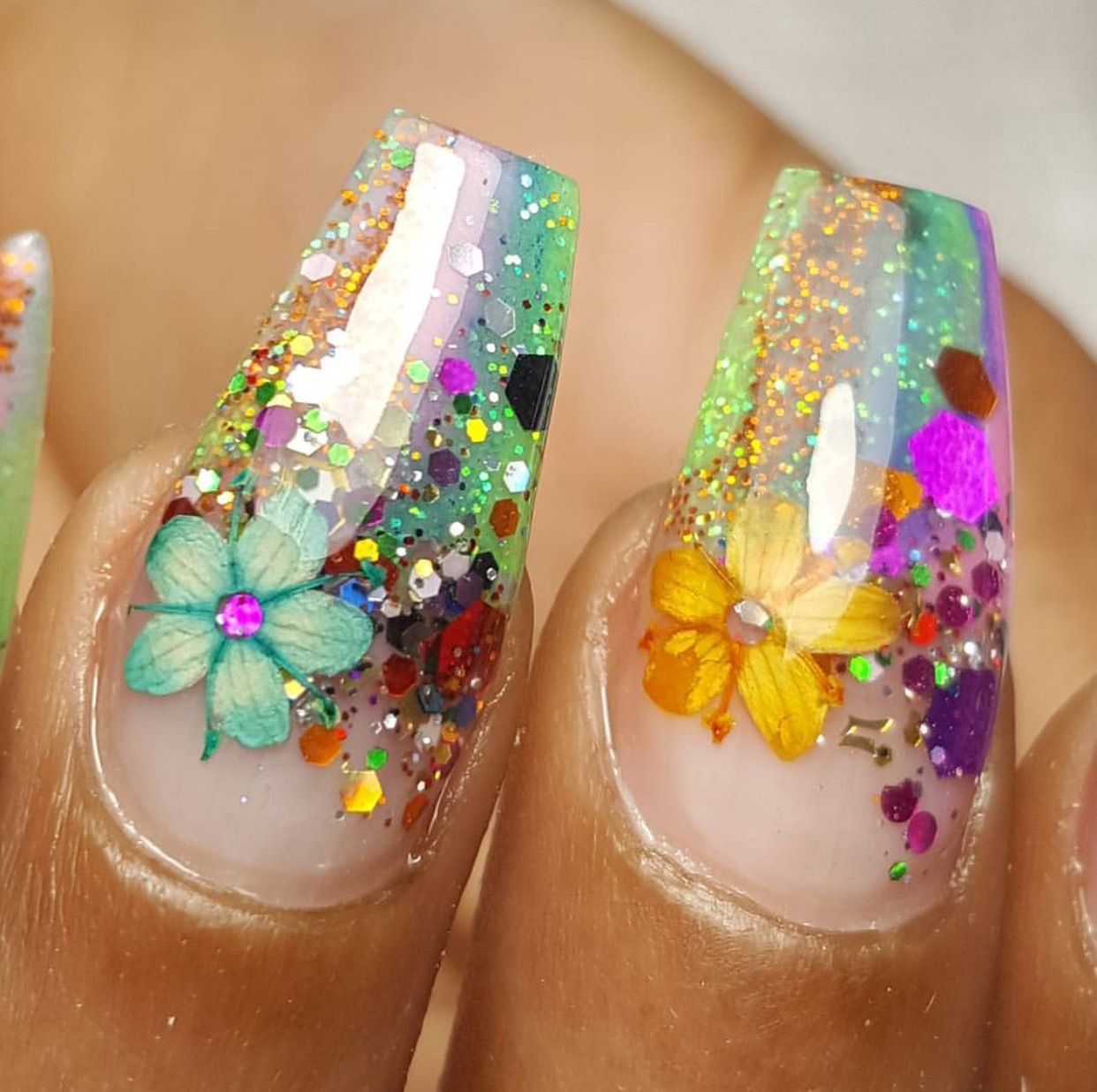 Uñas De Gel Decoradas Con Flores Pin De Marcela Osti En Nails Pinterest