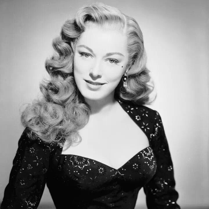 hair of the golden era is pure perfection♥  1940s