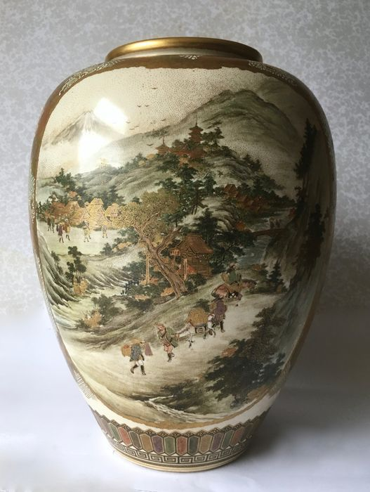Exceptional Satsuma Vase Bearing The Makers Mark Kozan Japan