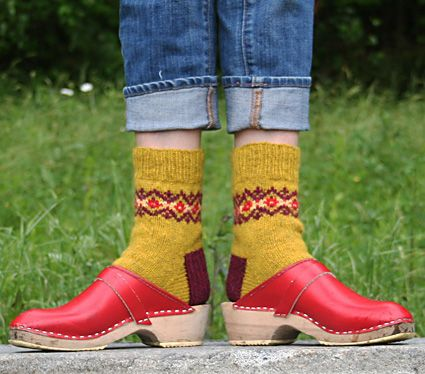 Sollidago by Mary Jane Mucklestone; free sock pattern via http://knitty.com