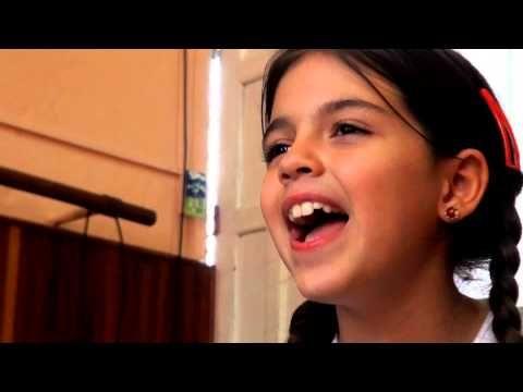 """Audición de navidad 2013. El coro de niños de Modulando interpretan """"Por el mar de las antillas anda un barco de papel"""""""
