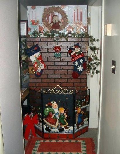 48 Unique Christmas Door Decorating Contest 27 #christmasdoordecorationsforwork