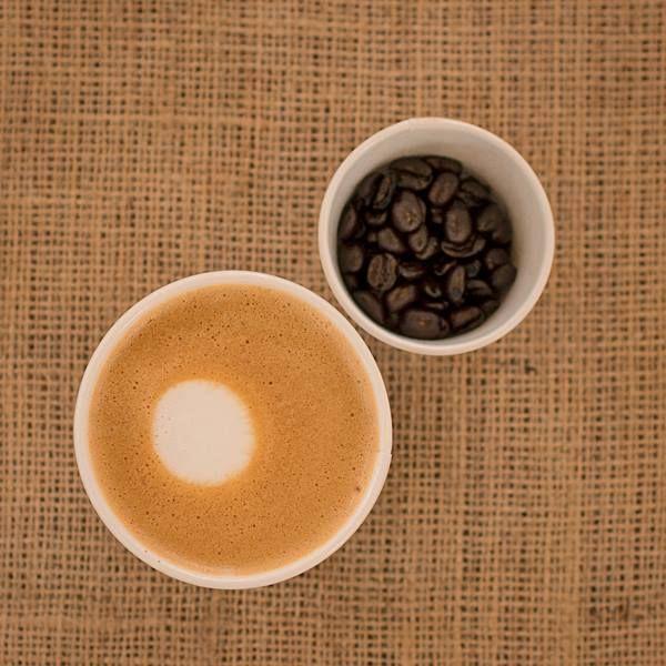 La unión perfecta entre intensidad y dulzura, así es Flat White. #Starbucks