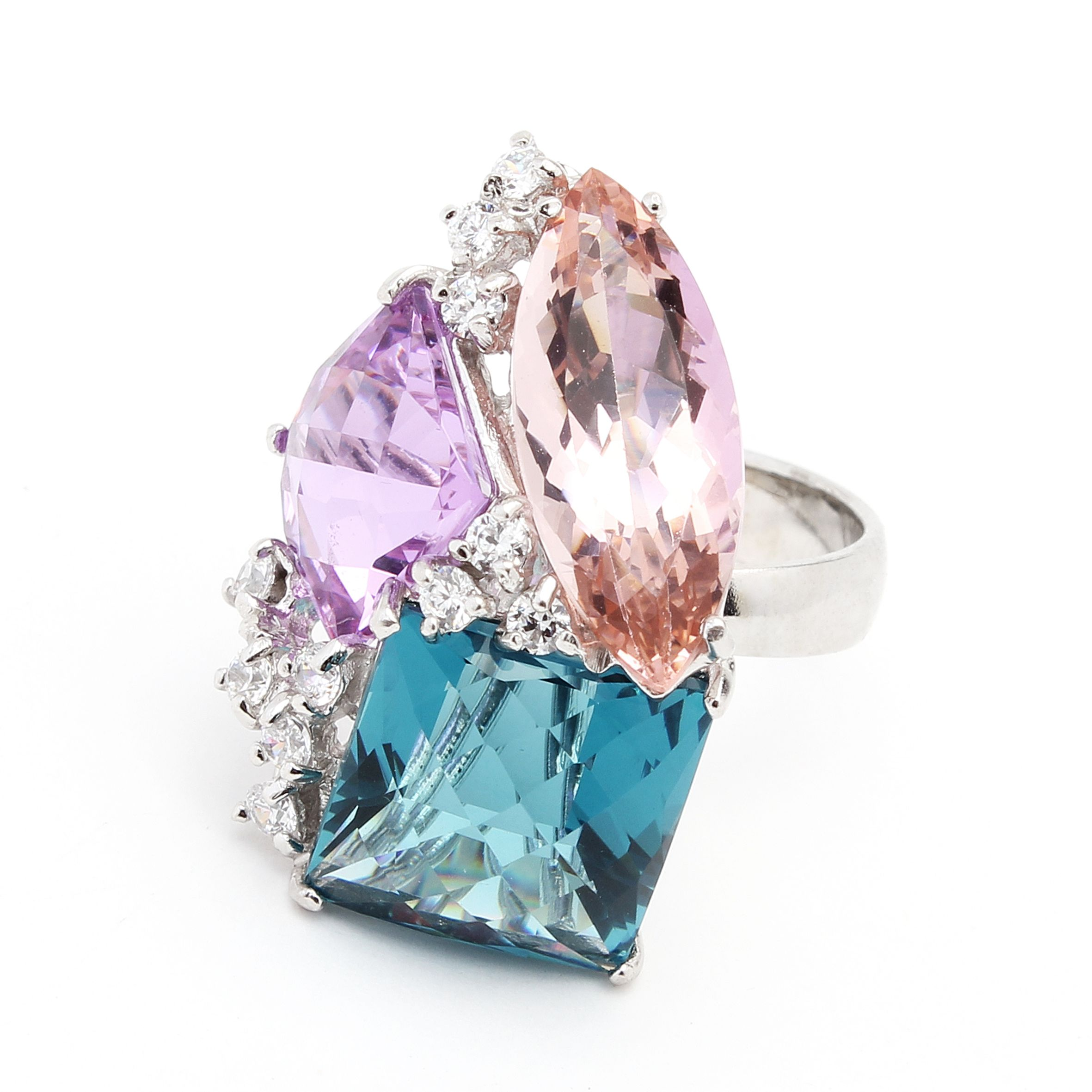 Transformation Ring - Cristales See more on http://www.oleanajewelry.com/