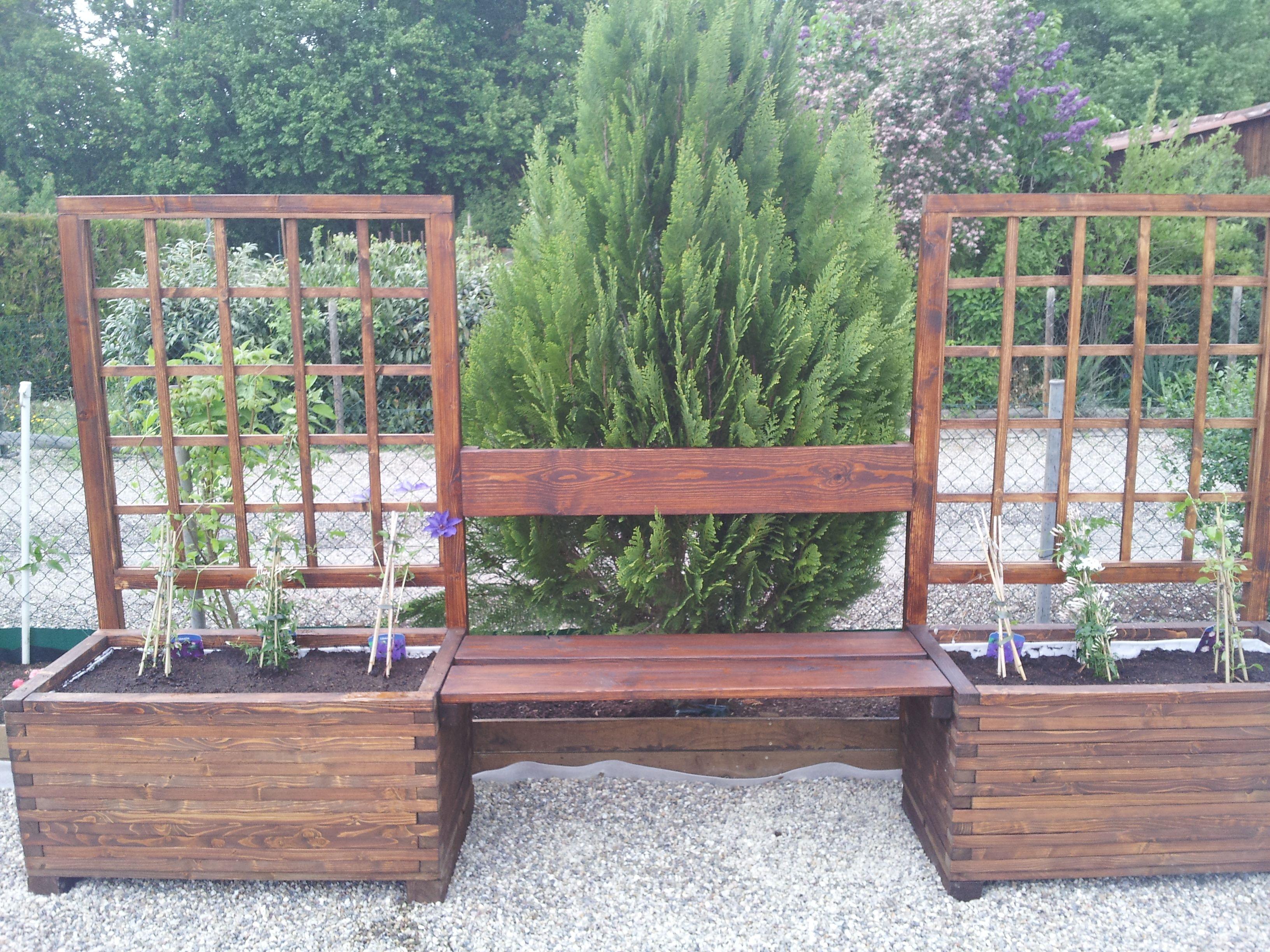 Jardini¨res avec banc et une pergola pour le jardin