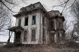 "Résultat de recherche d'images pour ""Here is a nice creepy looking mansion to start off a Tuesday!"""