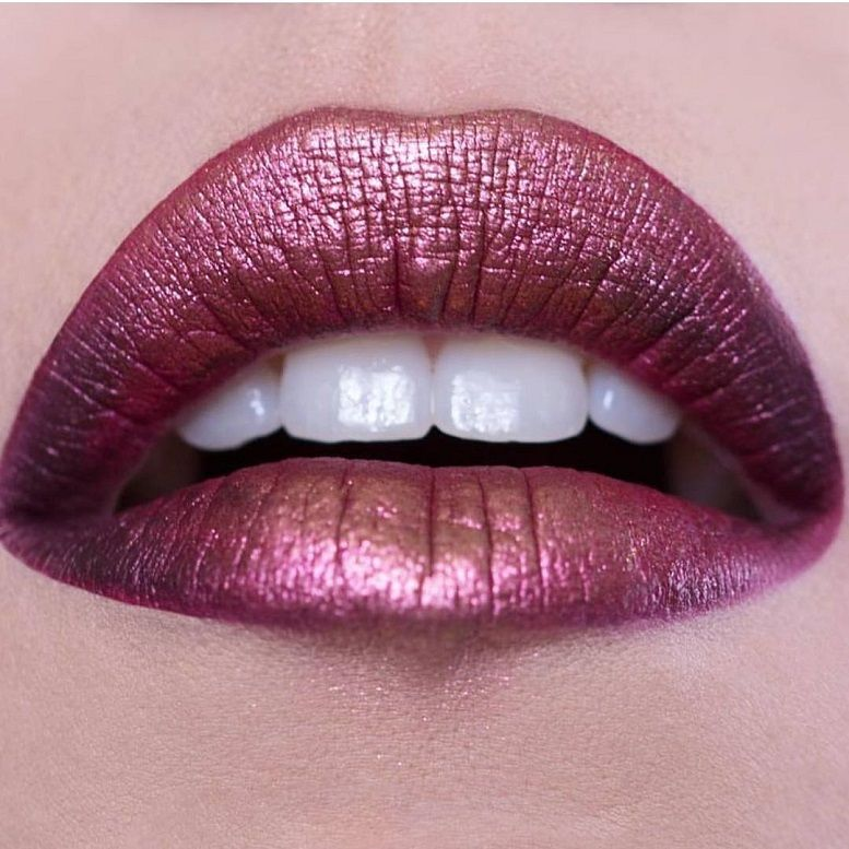 Fabulous lip makeup ideas - Beautiful metallic lip #lipmakeup #makeup #lipstick #beauty