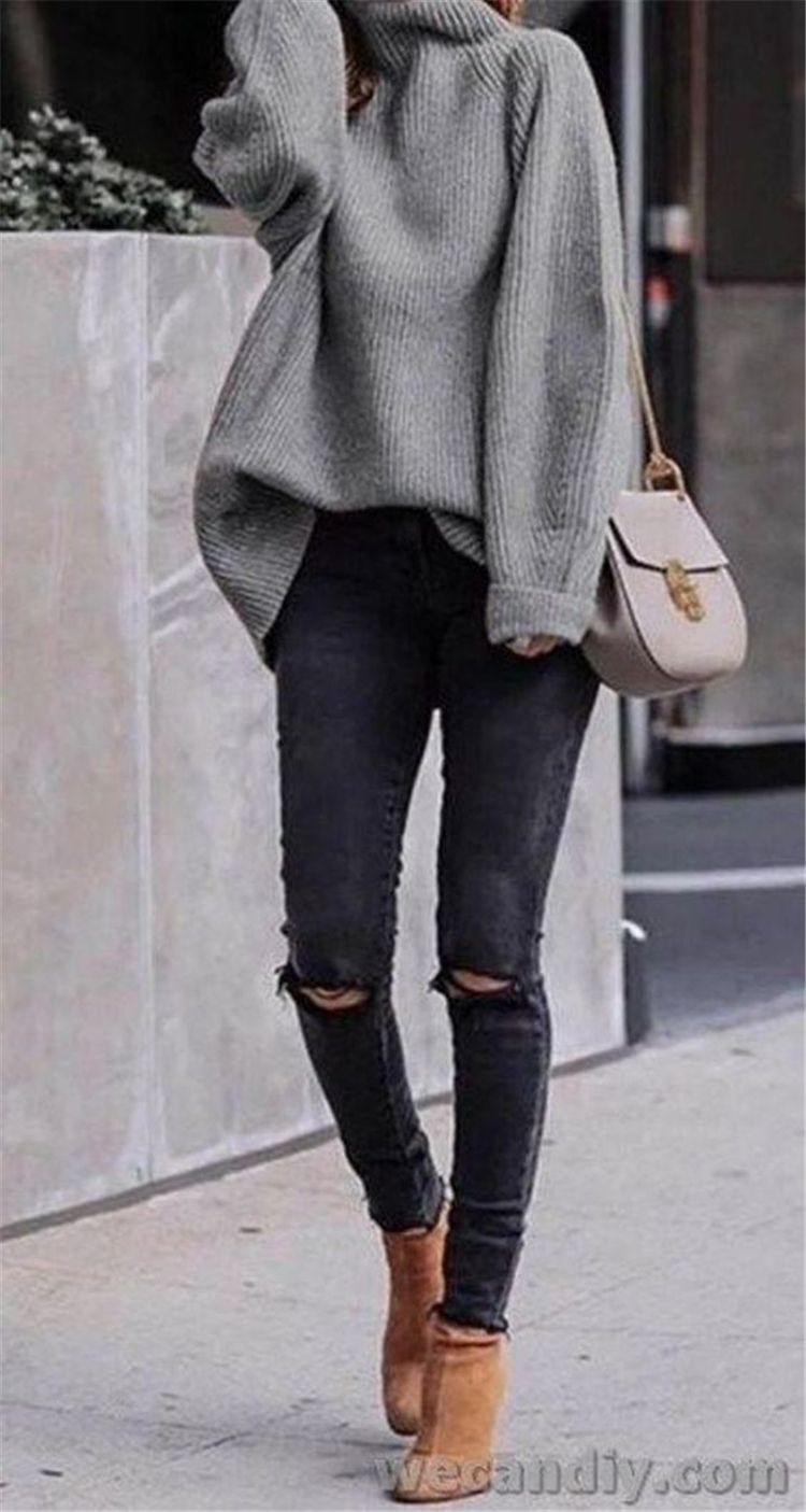 Stunning And Hote Winter Outfits You Must Copy This Year; Winter Outfits; Outfits; Winter Jacket; Oversize Sweater; Winter Mini Skirt; Puffy