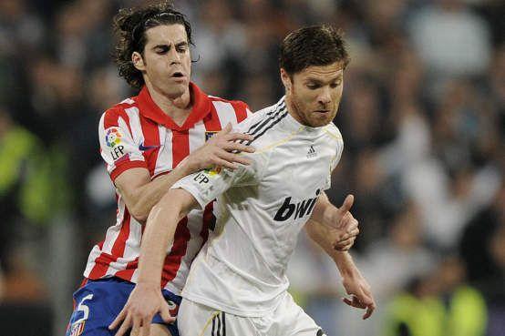 Real Madrid joga de braçadeiras negras em luto por Eusébio