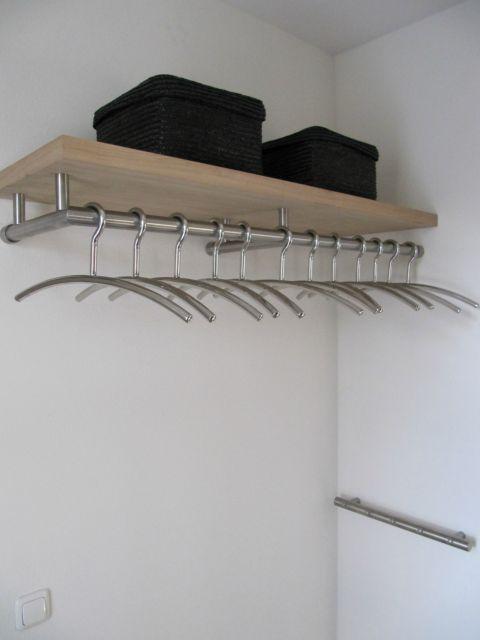 Kapstok hal in de muur ons huisje kapstok hal en hal for Huisjes voor aan de muur