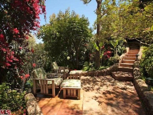 Love love love Gwyneth Paltrow's spot under the Malibu sun