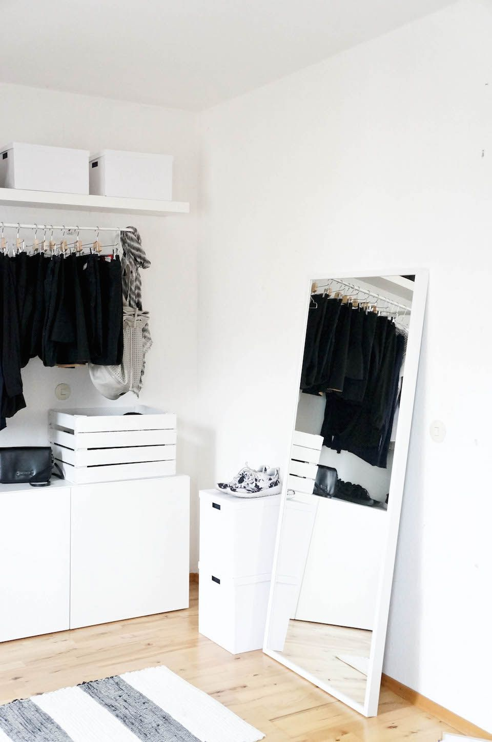 ikea open wardobe mulig besta lack. Black Bedroom Furniture Sets. Home Design Ideas