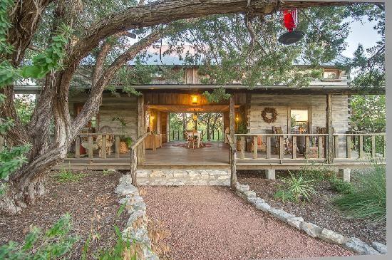 baron cabins barons cabin the fredericksburg creekside in home lodging log texas tx
