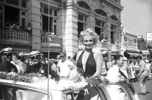 2 сентября 1952 год: Parade in At..