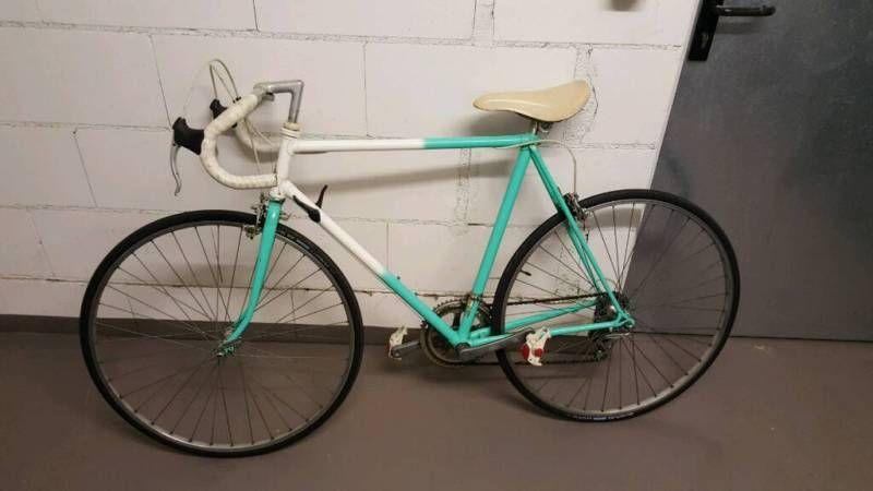 Zum Verkauf steht das abgebildete Fahrrad.Bei Fragen und
