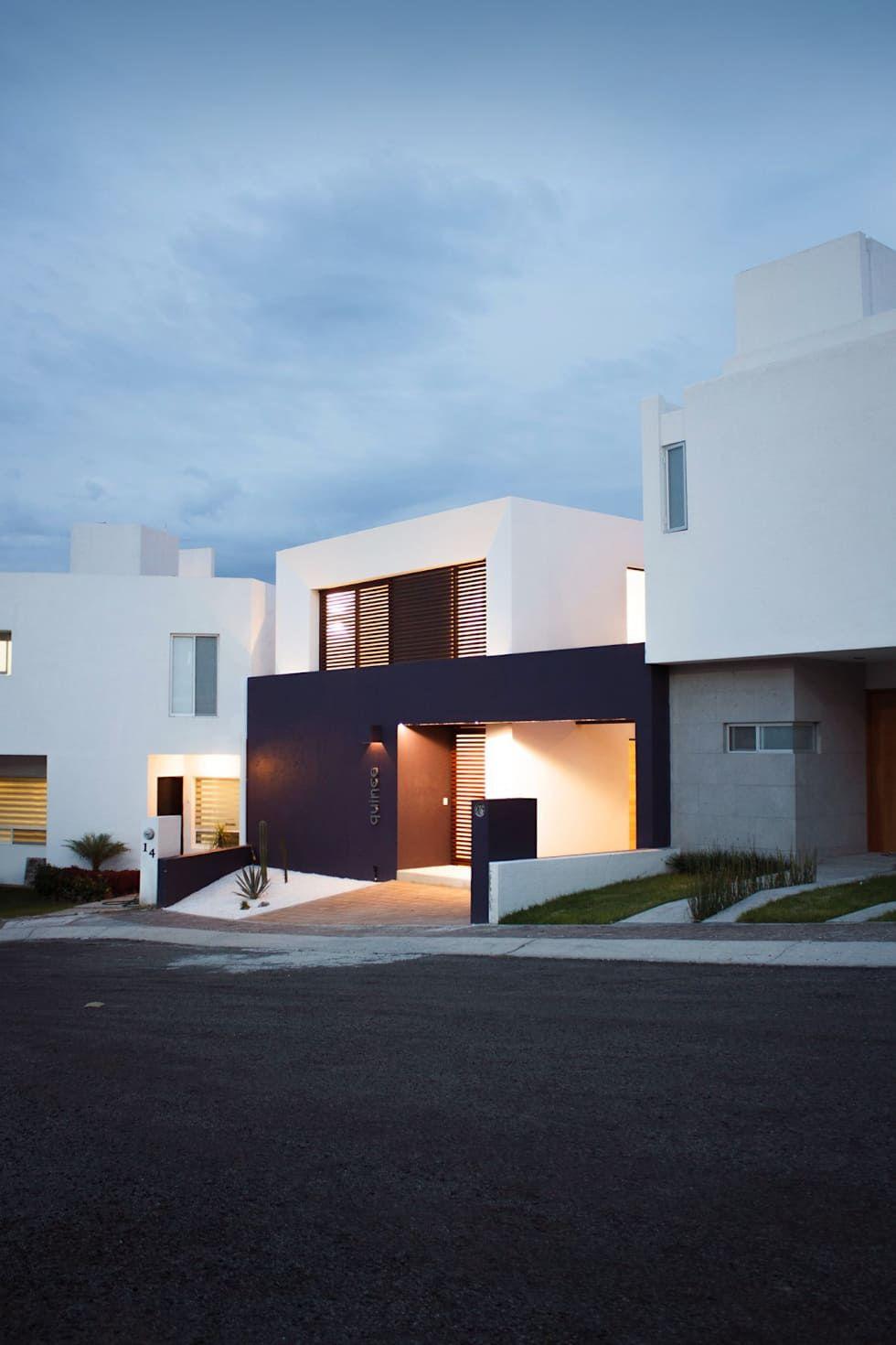 De noche casas de estilo por regi n 4 arquitectura for Casa minimalista 4 5x15