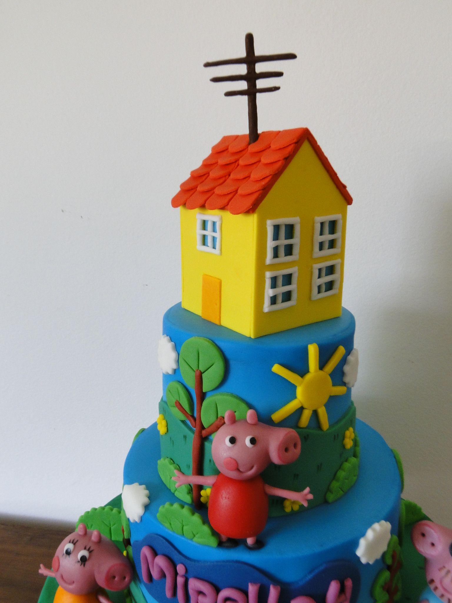 Detalhe do Topo do Bolo Peppa Pig - Casinha amarela!Tudo feito em Pasta Americana!
