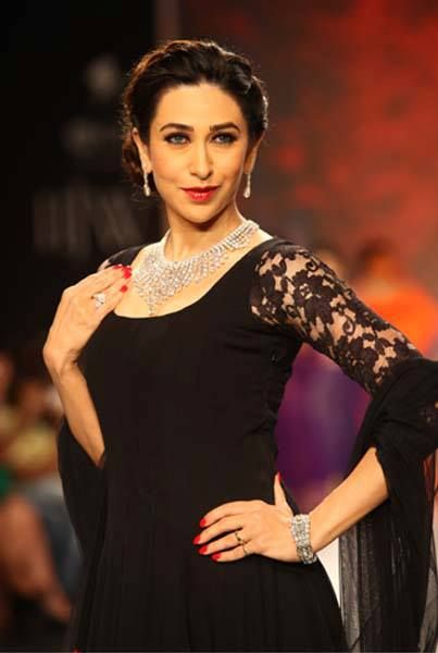The stupendously beautiful ‪#‎KarismaKapoor‬ was the stunning showstopper for ‪#‎KaysJewels‬. ‪#‎IIJW‬