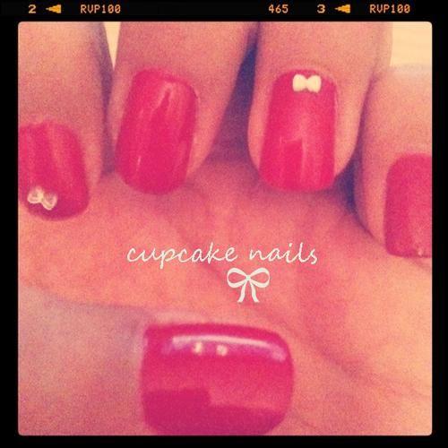 Ribbon sparkle - cupcake nails