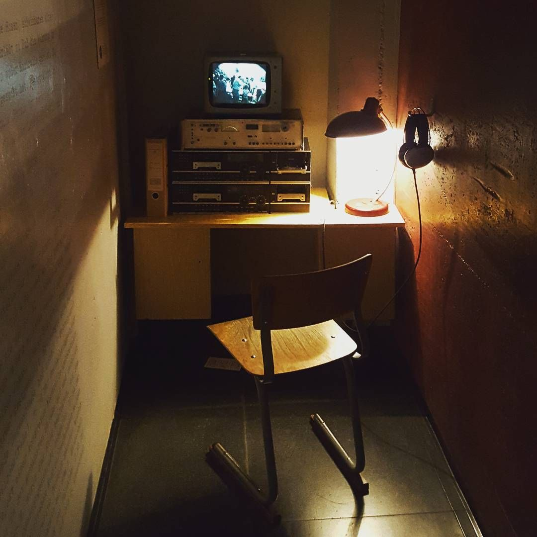 In ascolto :) #stasi #ddr #ddrmuseum #berlin #storia #history #germania #eastberlin #ww2 #spy #reenactment #rievocazione #rievocazionestorica #reenactor #lineagotica #eastgermany
