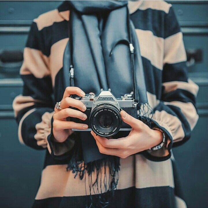 Pin By كمألـ آلرؤحہ On I Like Girls With Cameras Girly Photography Street Fashion Photography