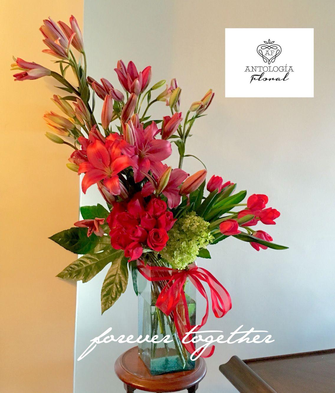 Arreglo con lilis color vino tulipanes rojos y rosas - Arreglo de flores naturales ...