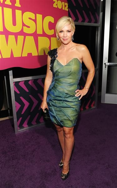 Jennie Garth at 2012 CMT Music Awards. LOVE this dress!