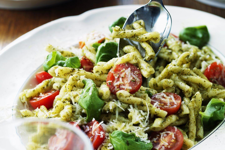 Pastasallad Med Pesto Och Parmesan Recept Pastasallad Pastasallad Recept Och Recept