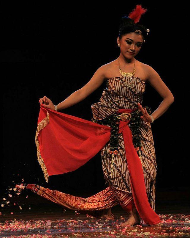 Tari Nusantara : nusantara, Instagram, Photo, SrawungTARI, Indonesia, 7:31pm, Asian, Woman,, Traditional, Dance,, Beauty