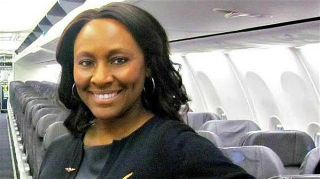 Gracias a un mensaje que le dejó en el baño de un avión, Sheila Fedrick salvó a una joven de ser víctima de tráfico de personas