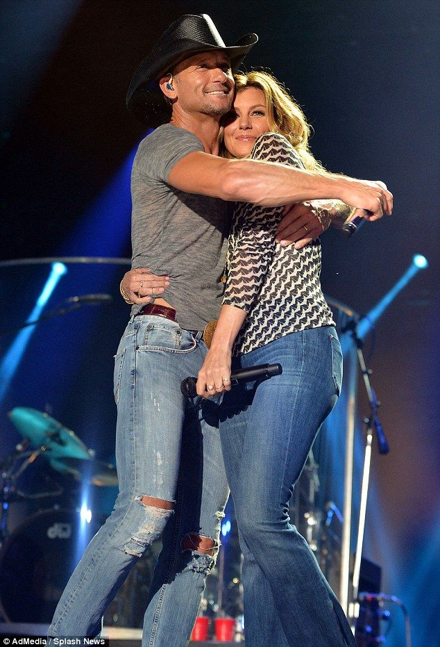 Tim McGraw And Faith Hill Share Romantic On Stage Kiss